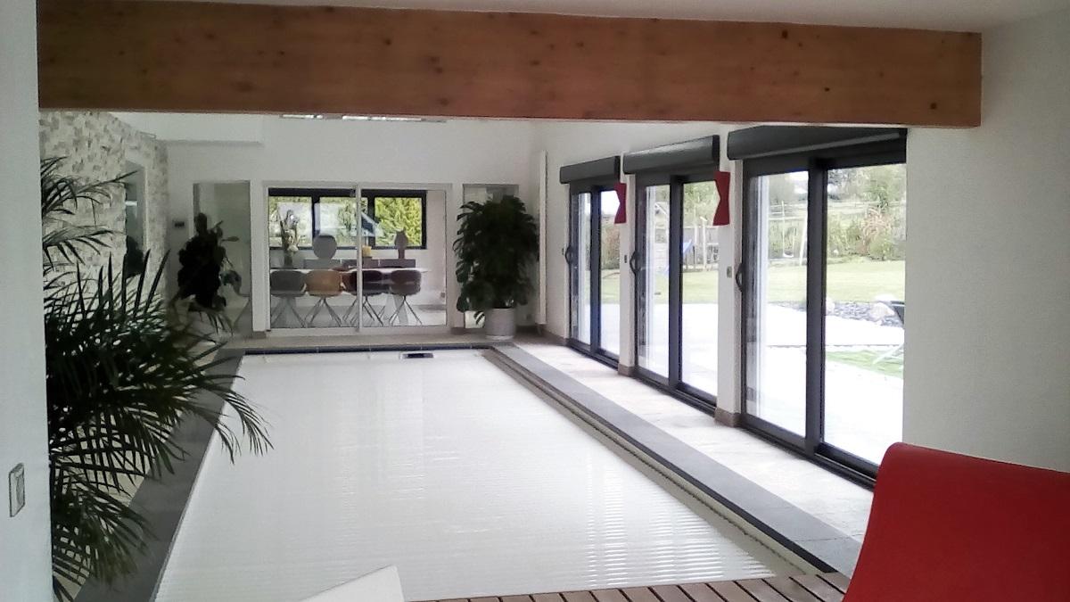 Construction d'une piscine en intérieur avec système de recouvrement - Defi Énergies - Constructeur de maison en ossature bois